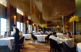ファインダイニングを中心に香港でおすすめの高級レストラン&グルメ。飲茶からフレンチまで