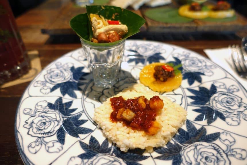 タイ・バンコク『スパンニガー イーティング ルーム サトーン店(Supanniga Eating Room Sathon)』タイ東北料理