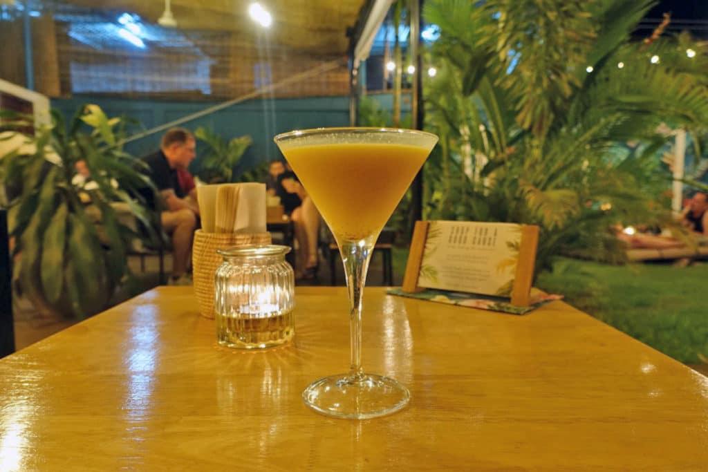 シェムリアップ『WILD - Creative Bar & Eatery(ワイルド)』春巻きバー